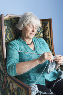 how to sit for knitting